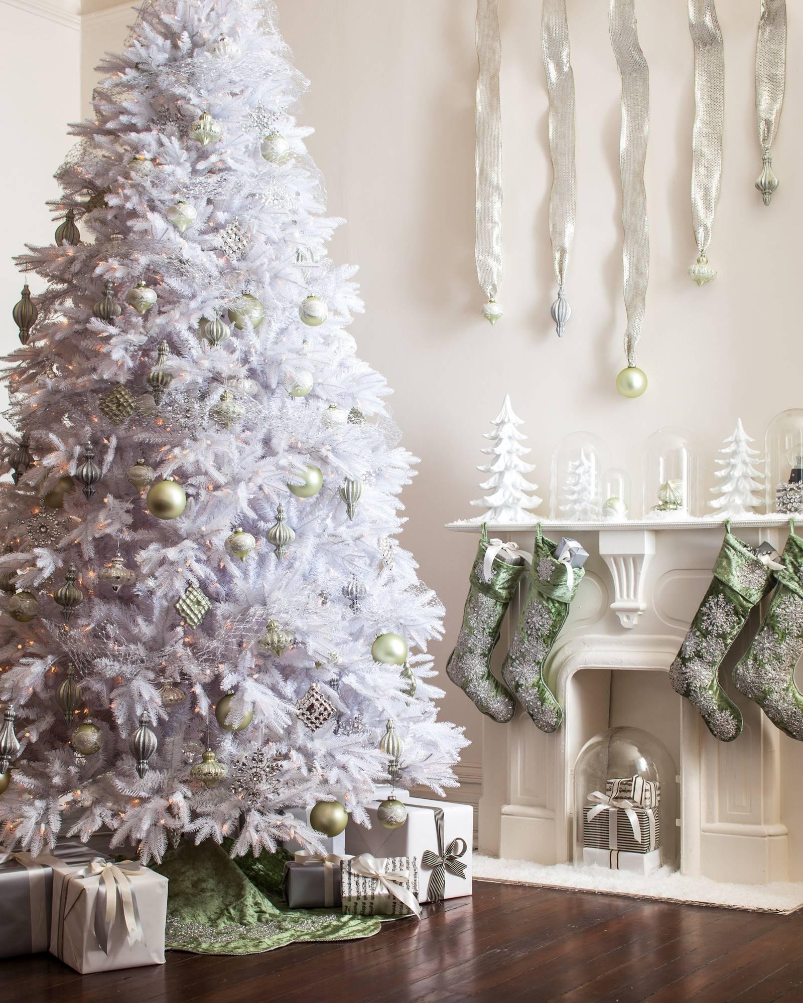 Sage Velvet Snowflake Tree Skirt Alt