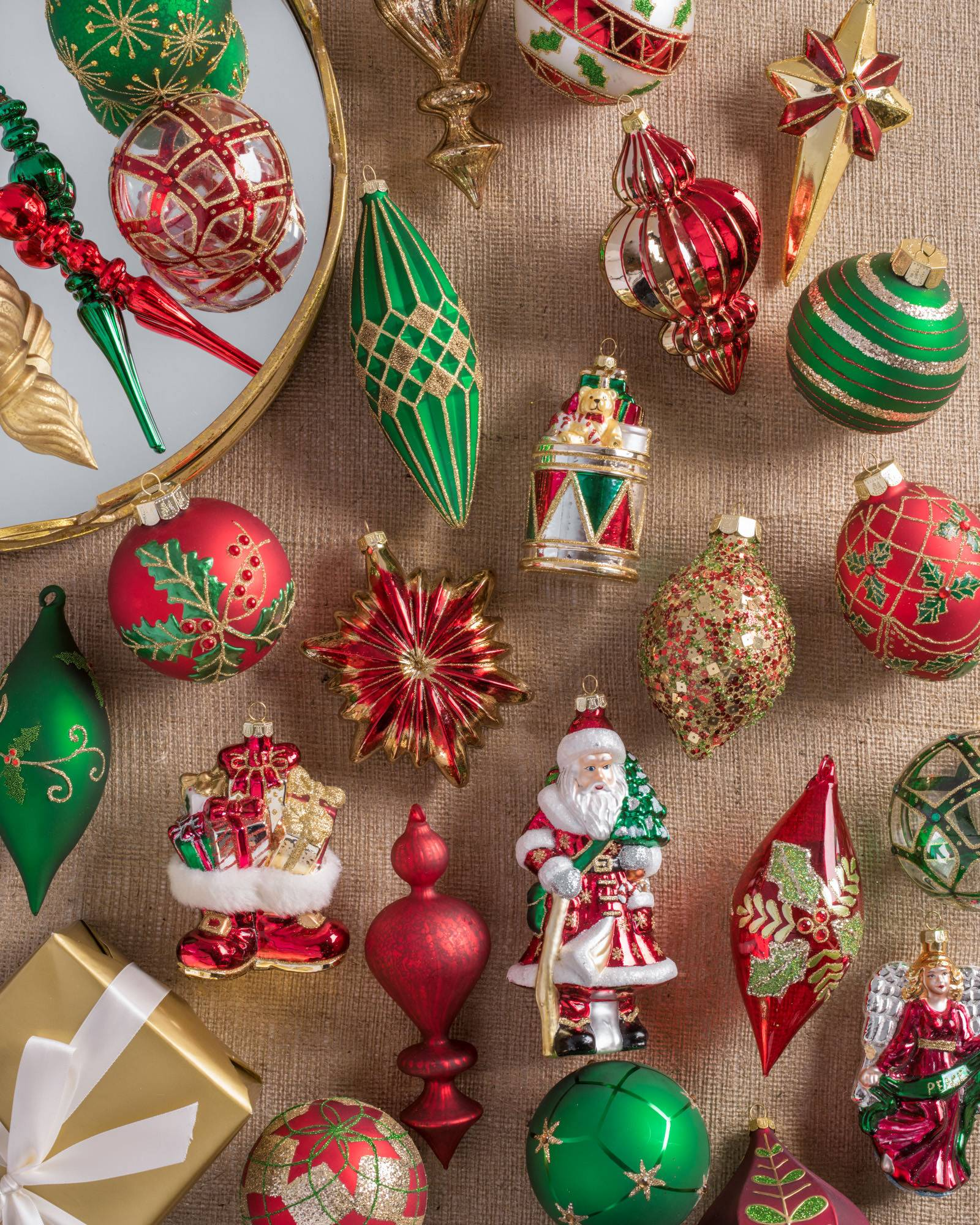 Christmas tree decoration set for Christmas decoration websites