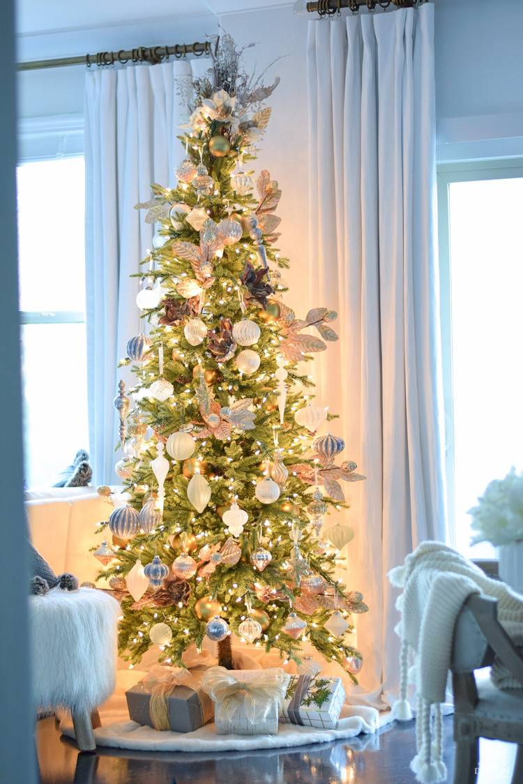 Christmas Bouquet Tree Topper | Balsam Hill