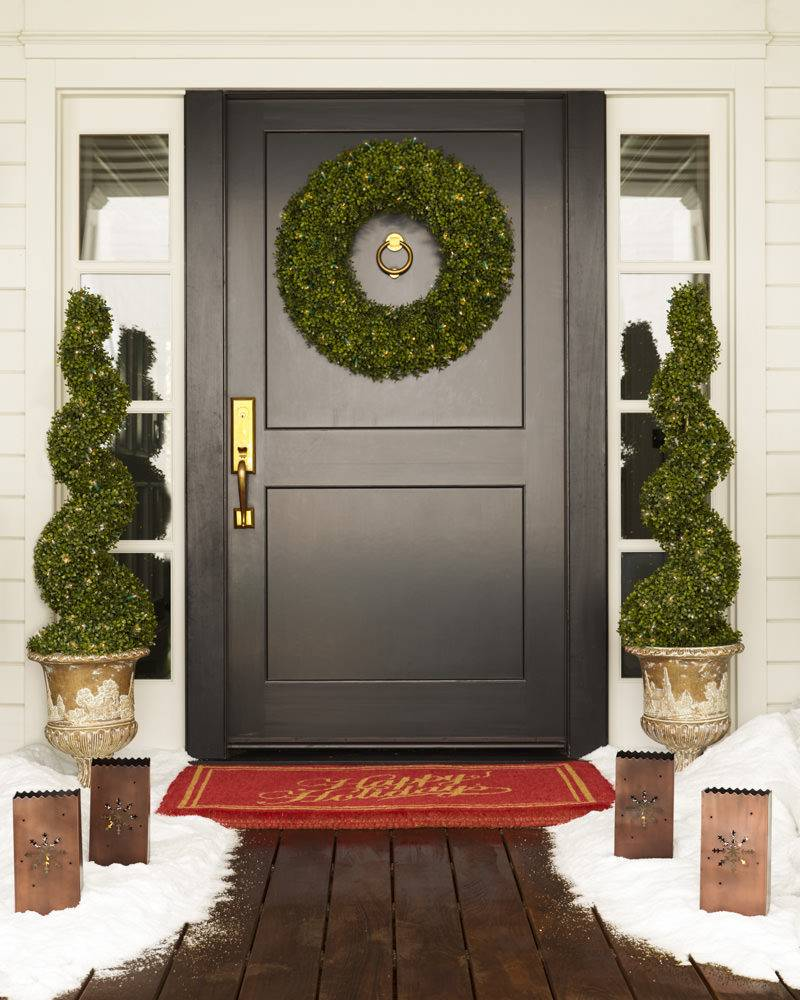 Front Door Topiary: Battery-Operated Boxwood Topiary