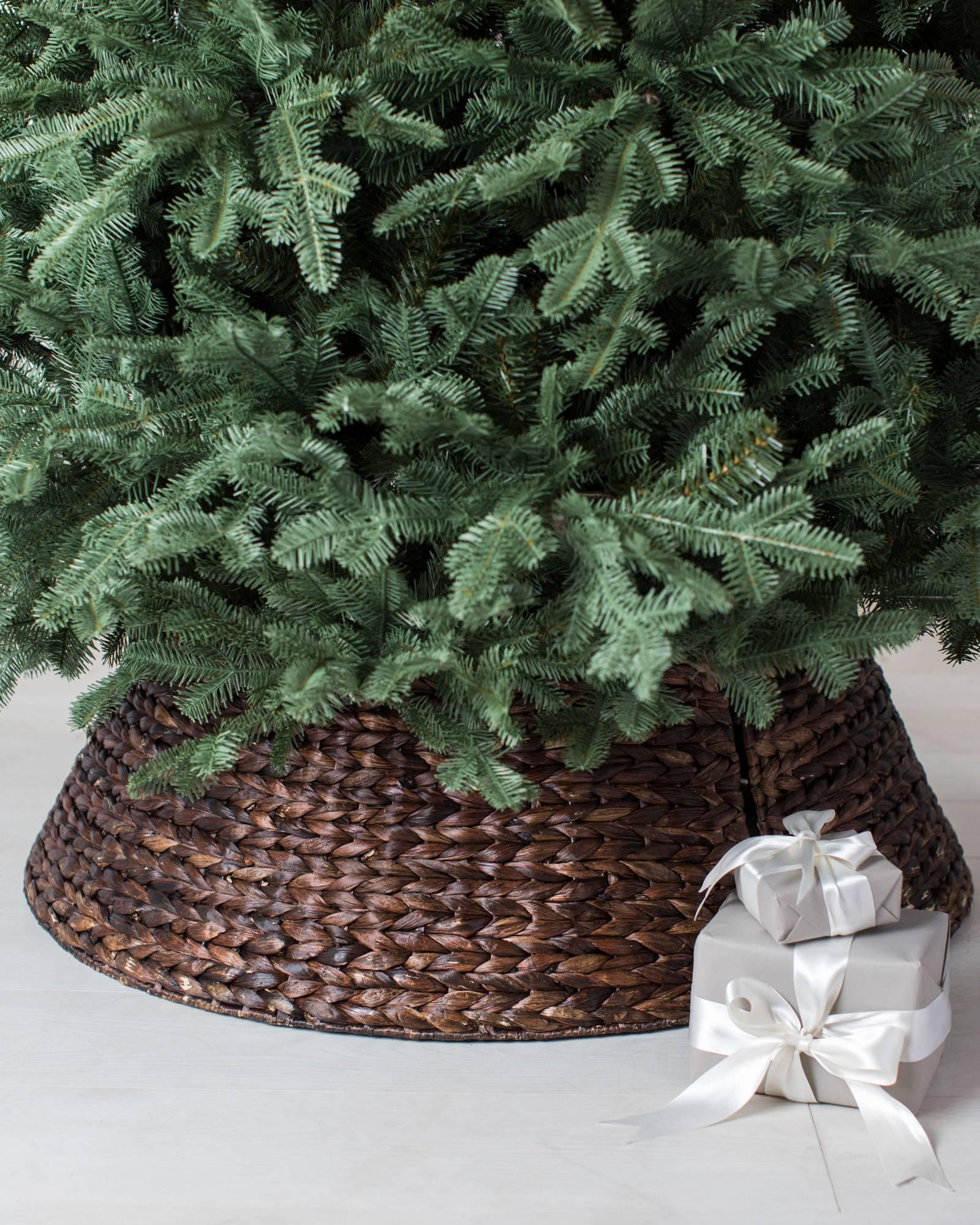 chestnut brown woven tree collar